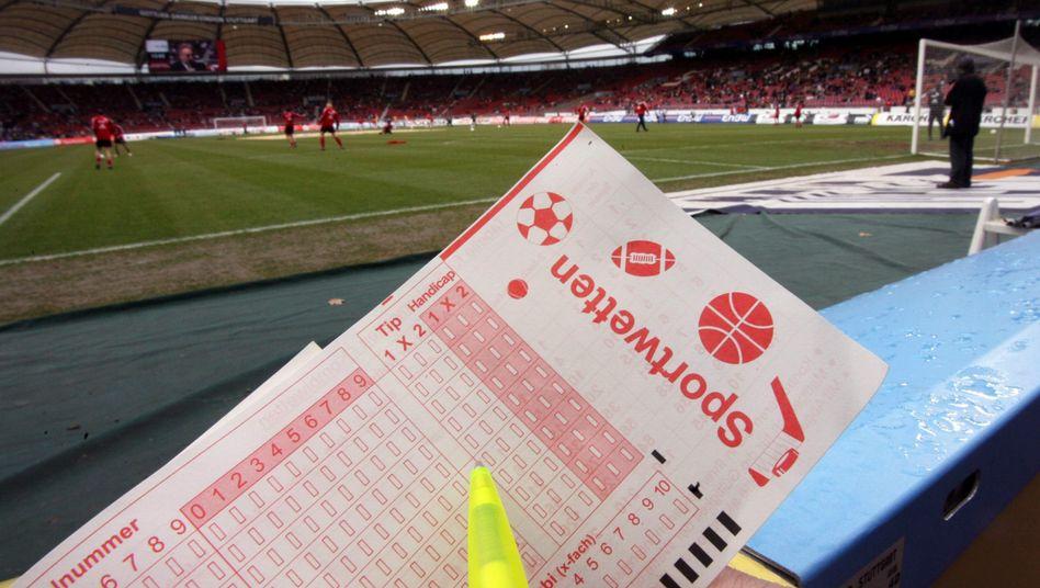 Sport-Wettschein: Mehr als 200 Partien unter Manipulationsverdacht