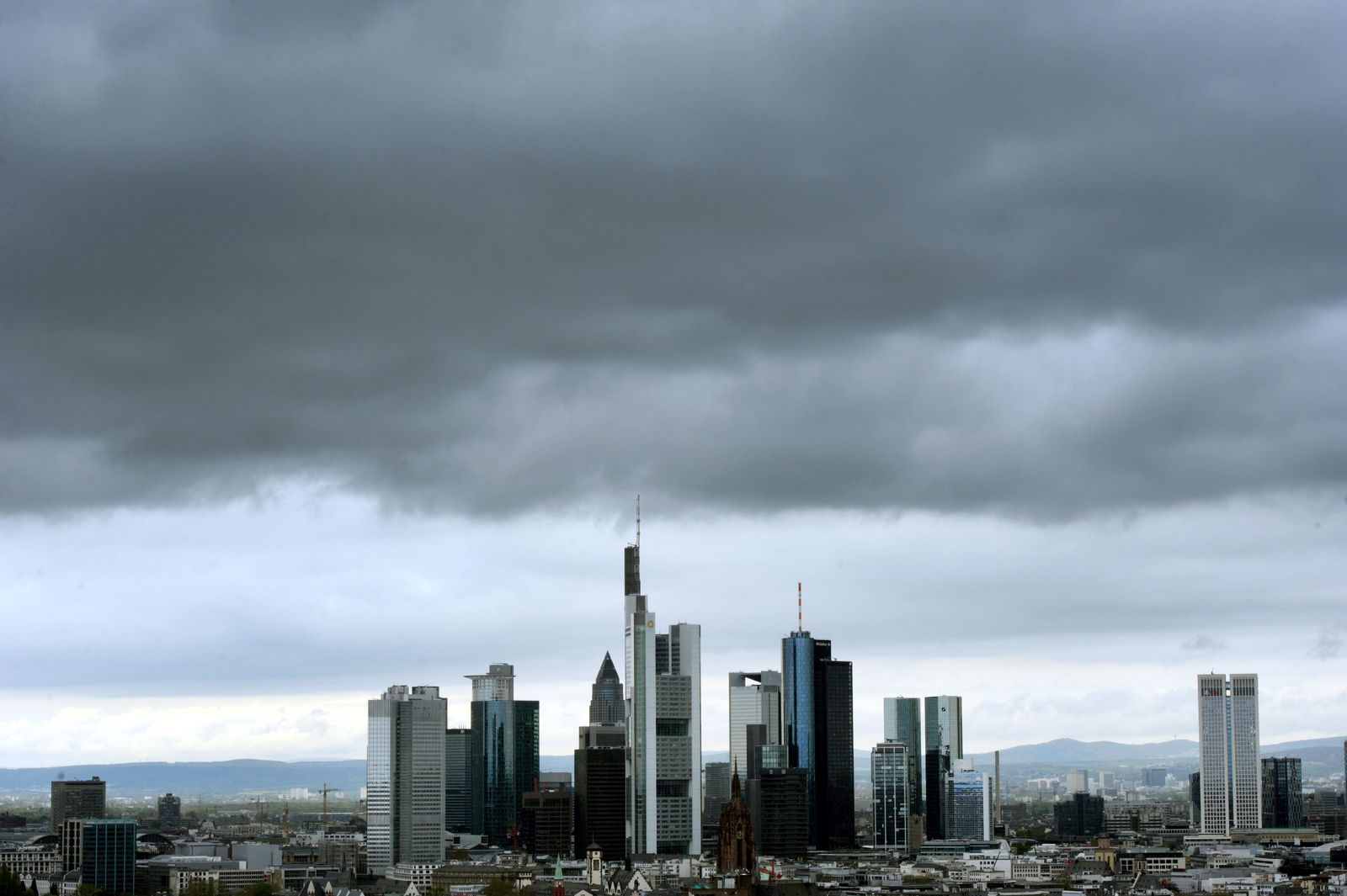 NICHT VERWENDEN Frankfurt / Banken-Viertel / Konjunktur / Dunkle Wolke