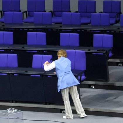 Aufräumen im Bundestag: Abgeordnete nennen das neue Gesetz zur Veröffentlichung von Nebeneinkünften gaga