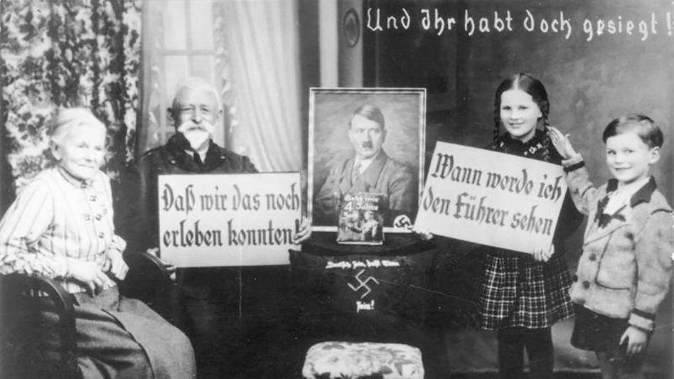 Überzeugt: Nach dem Einmarsch der deutschen Wehrmacht in Österreich 1938 begrüßte eine Familie die neuen Machthaber. Heute kursieren in vielen Familien Legenden über Haltung und Taten der Vorfahren während der NS-Zeit.