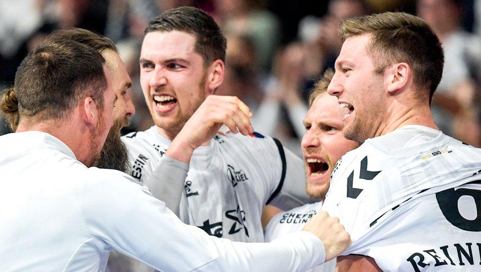 Kiels Spieler bejubeln ein Tor im Champions-League-Spiel gegen Telekom Veszprem - das nächste Spiel wird das Halbfinale sein