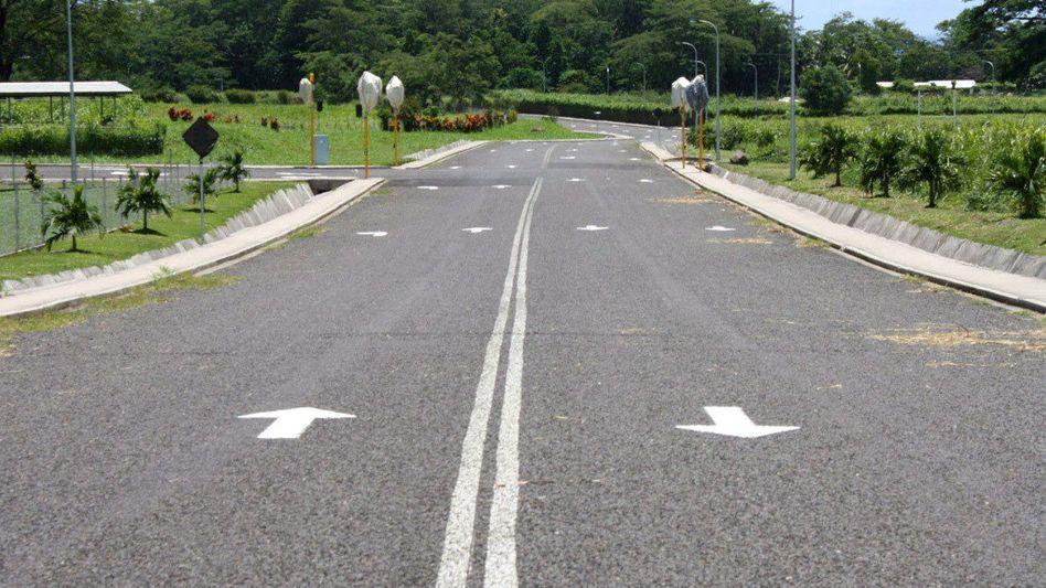 Linke Nummer: Diese Fahrbahnmarkierungen sollen den Samoanern die Umstellung erleichtern
