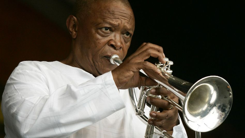 Hugh Masekela 2006 beim New Orleans Jazz and Heritage Festival