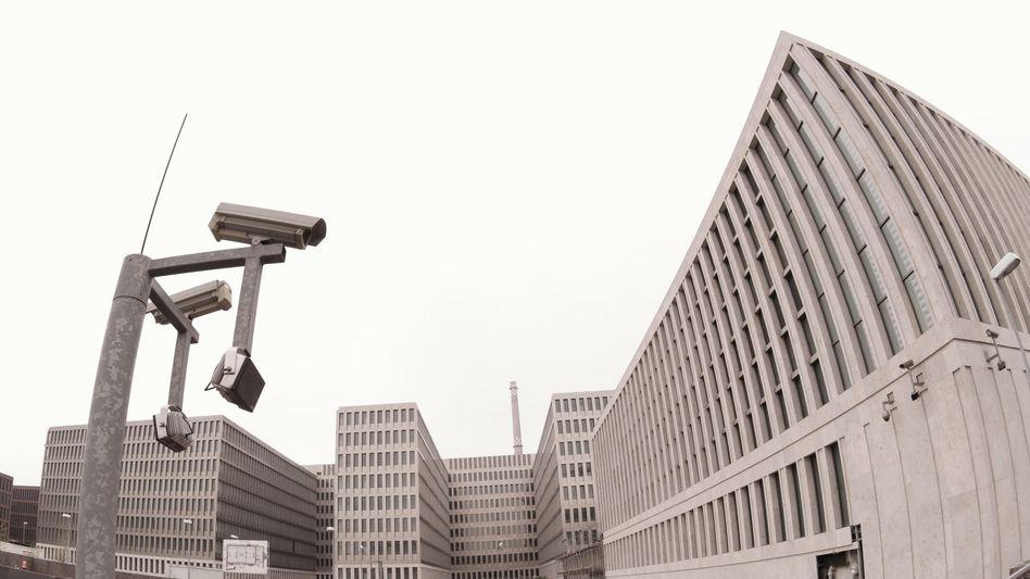 Neue BND-Zentrale in Berlin: Immer neue Fragen in der NSA-Affäre