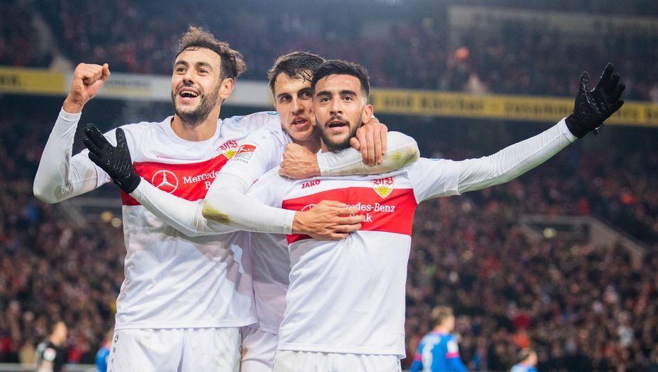 Profis des VfB Stuttgart: Dominant im Spitzenspiel