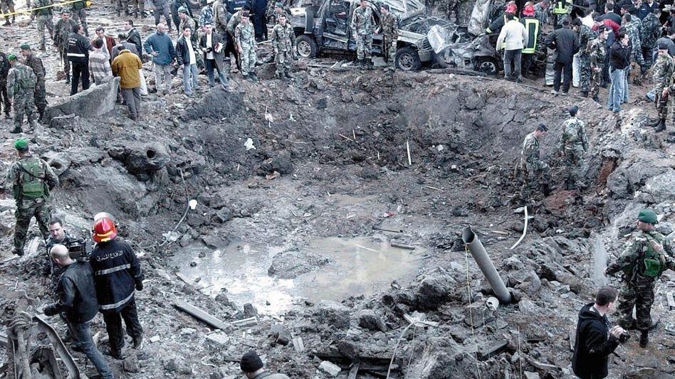 Krater nach dem Anschlag auf Hariri in Beirut 2005