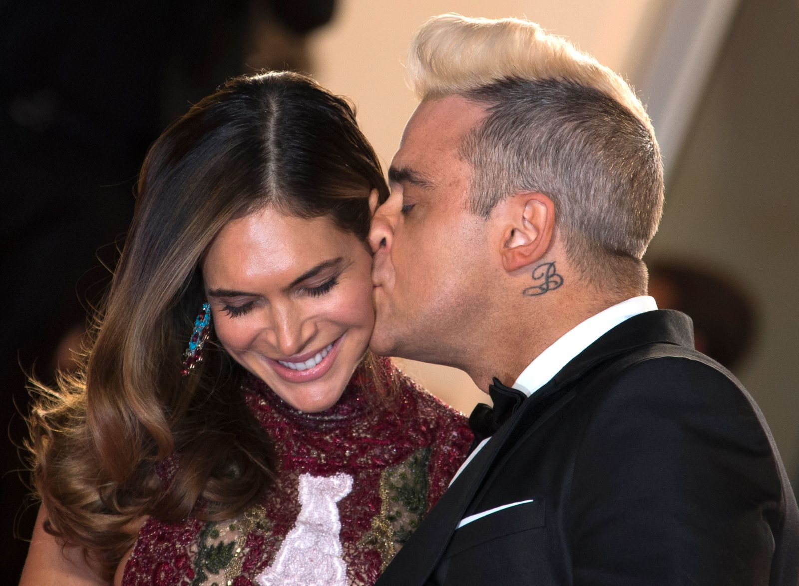 """Singer Robbie Williams kisses his wife Ayda Field as they pose on the red carpet for the screening of the film """"The Sea of Trees"""" in competition at the 68th Cannes Film Festival in Cannes"""