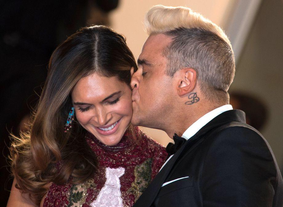 Robbie Williams mit Ehefrau Ayda Field (2015 in Cannes): Anfang 2020 kam ihr viertes Kind zur Welt