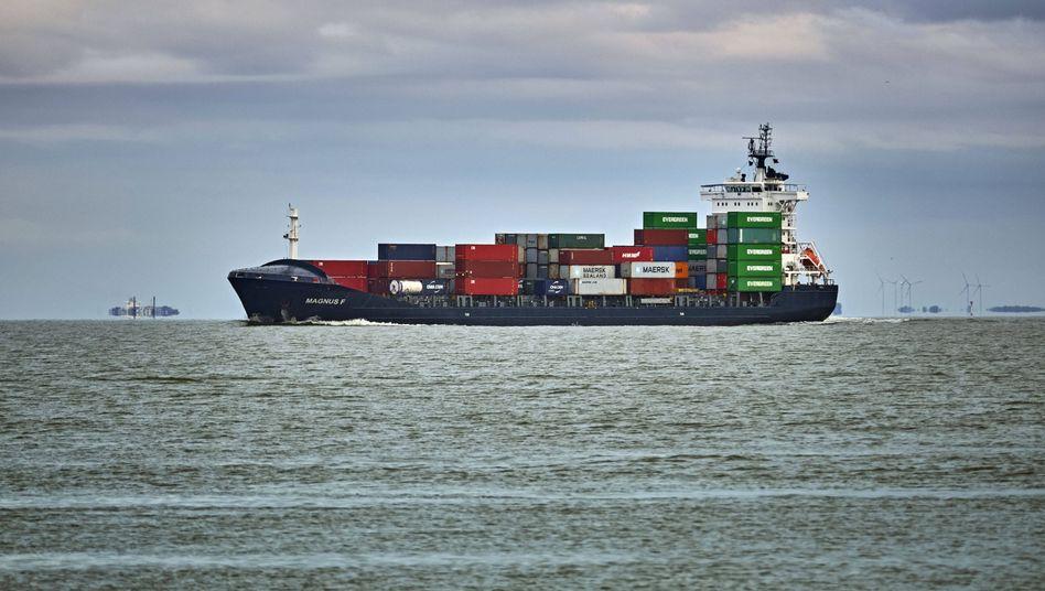 Frachter auf der Nordsee: Die Schwefeldioxidbelastung an der Küste ist seit 2014 um bis zu 70 Prozent zurückgegangen