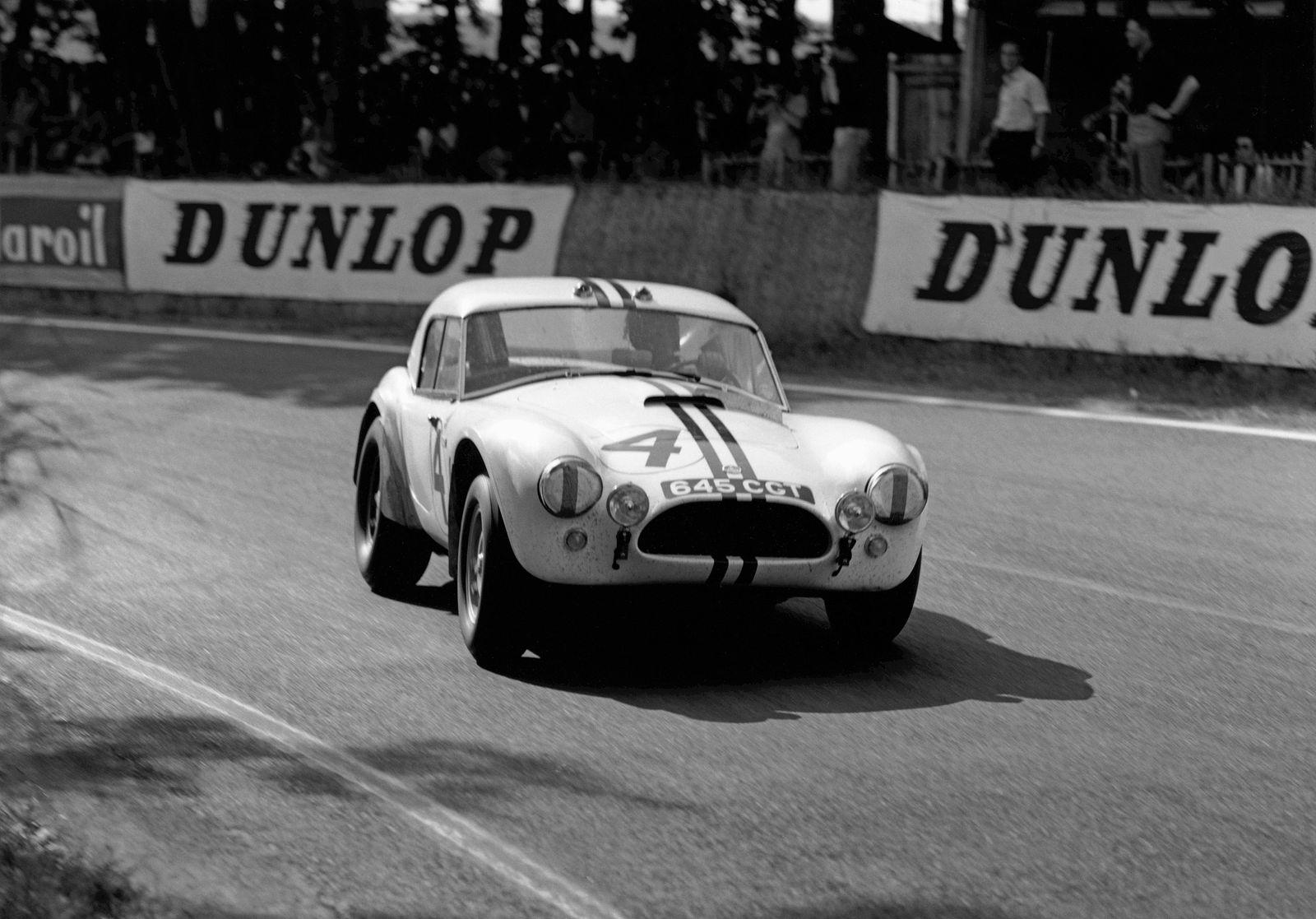 Le Mans, France. 15th - 16th June 1963. Ed Hugus/Peter Jopp (AC Cobra Ford), retired, action. PUBLICATIONxINxGERxSUIxAU