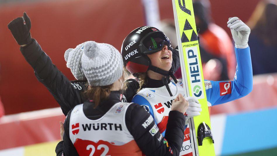 Maren Lundby jubelt über WM-Gold