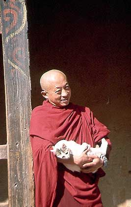 Mönch im Kloster von Tiangsa: Letztes buddhistisches Himalaja-Königreich