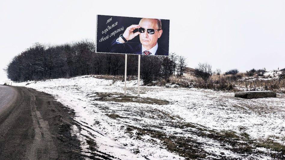 Präsident Putin auf Propagandaplakat im Nordkaukasus: »Wir sind stolz auf unser Land«