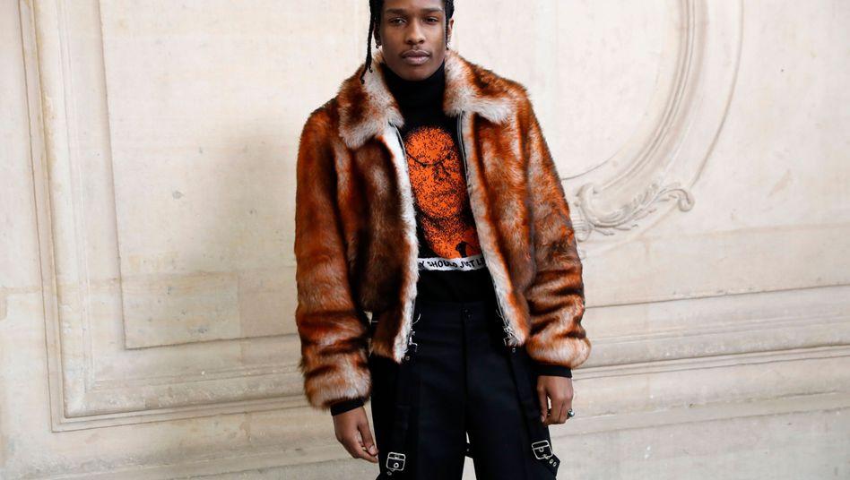 A$AP Rocky posiert vor einer Fashion-Show in Paris (Archiv)