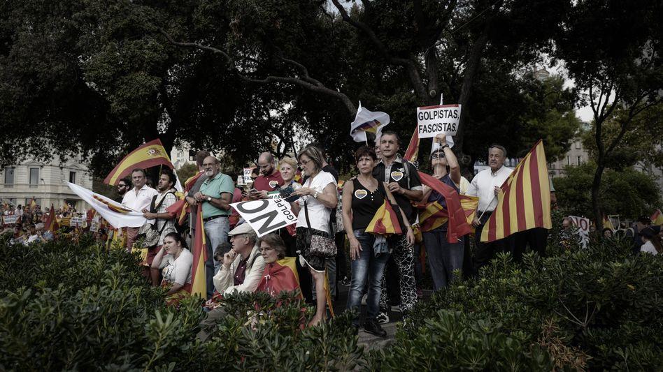 Pro-spanische Demonstranten in Barcelona