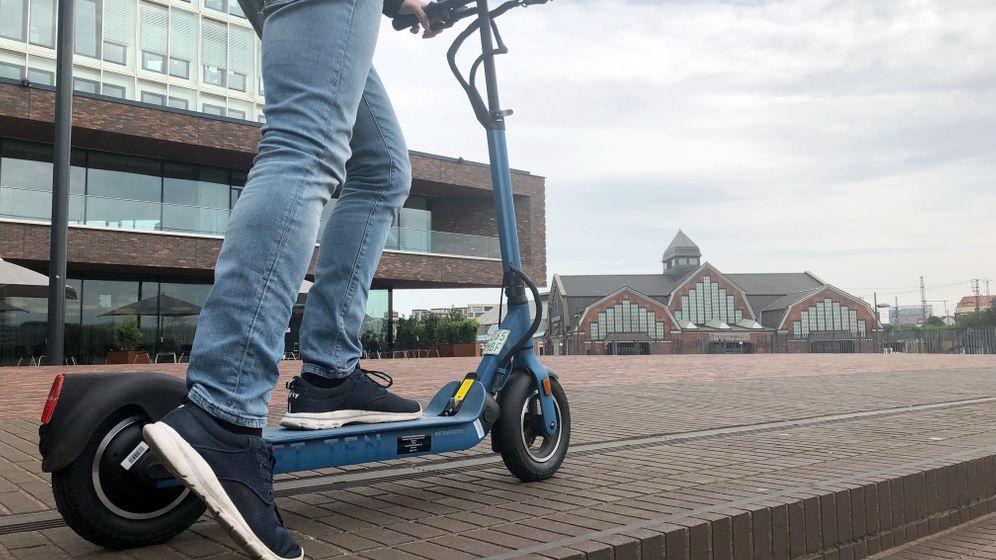 E-Scooter im Alltag: Ziemlich unpraktisch, ziemlich peinlich