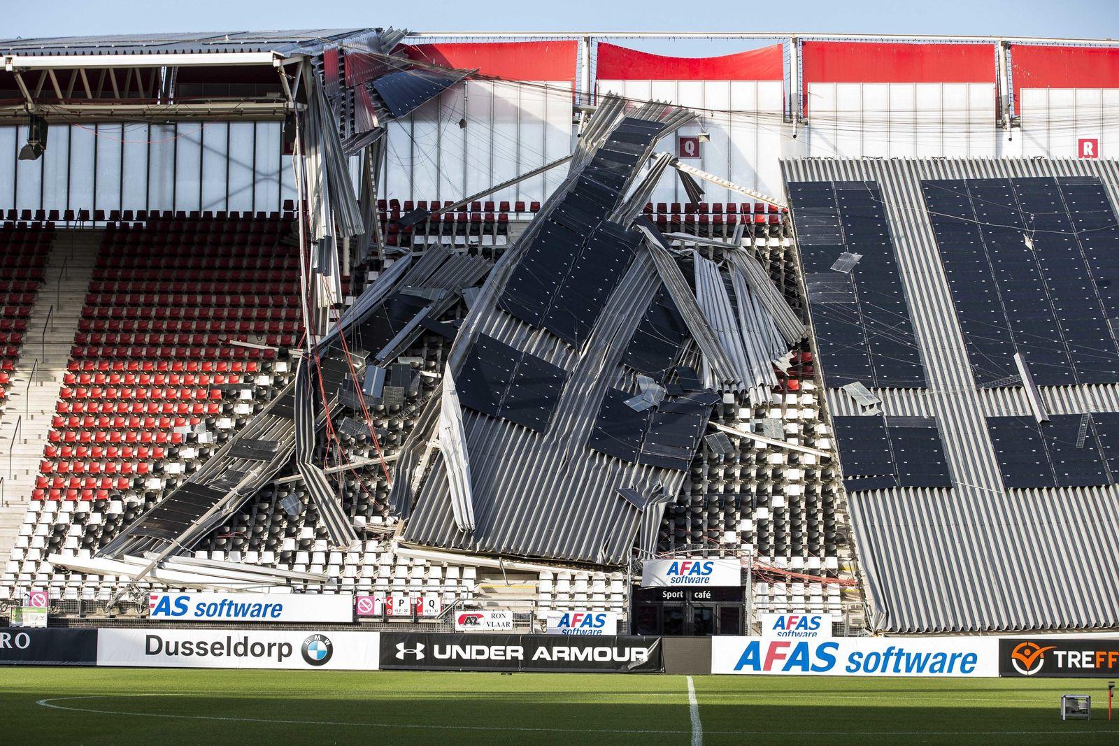 Stadiondach in Alkmaar teilweise eingestürzt