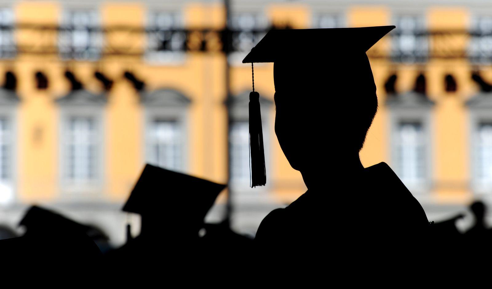 Doktorhut Doktortitel Promotion Studenten Abschluss Universität Bonn
