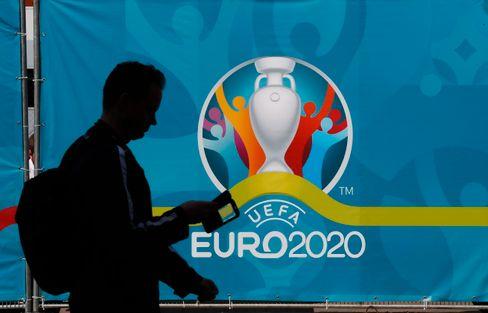 Vorschlag: Alle künftigen Europameisterschaften heißen Euro 2020. Da ließe sich einiges sparen.