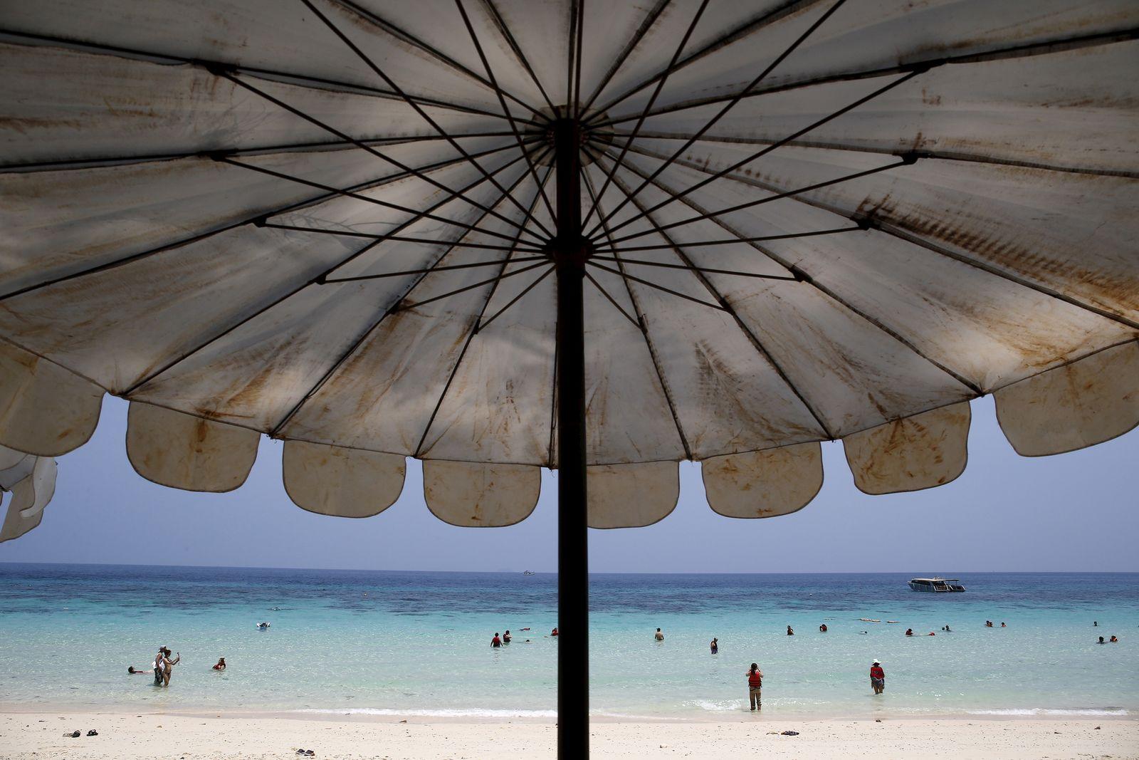 EINMALIGE VERWENDUNG Phuket / Sonnenschirme