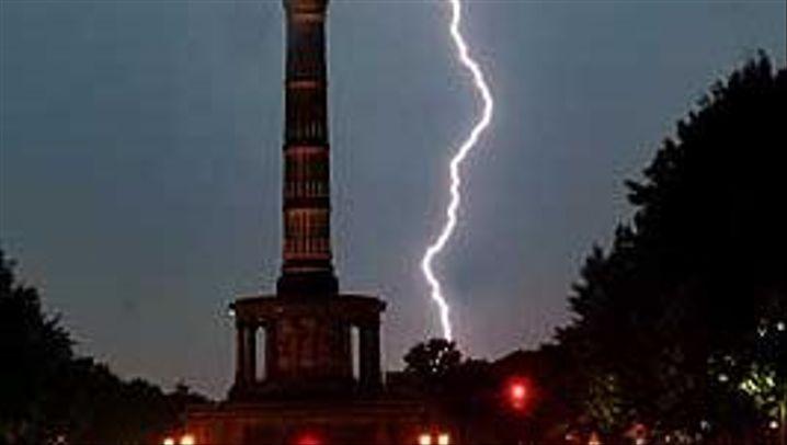 Blitzschläge: Spektakuläres Naturfeuerwerk