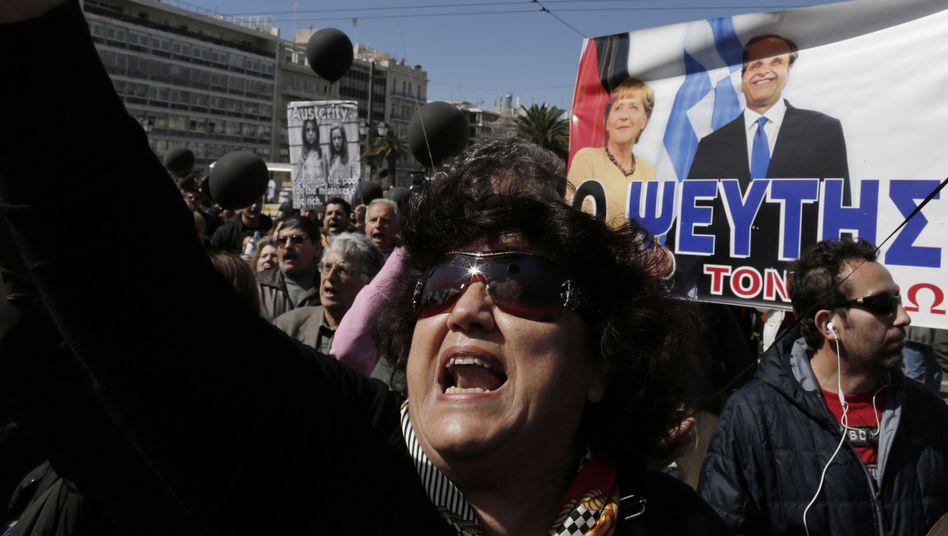 Griechische Proteste vor Merkel-Plakat (Archivbild): Ärger mit dem wichtigsten Geldgeber