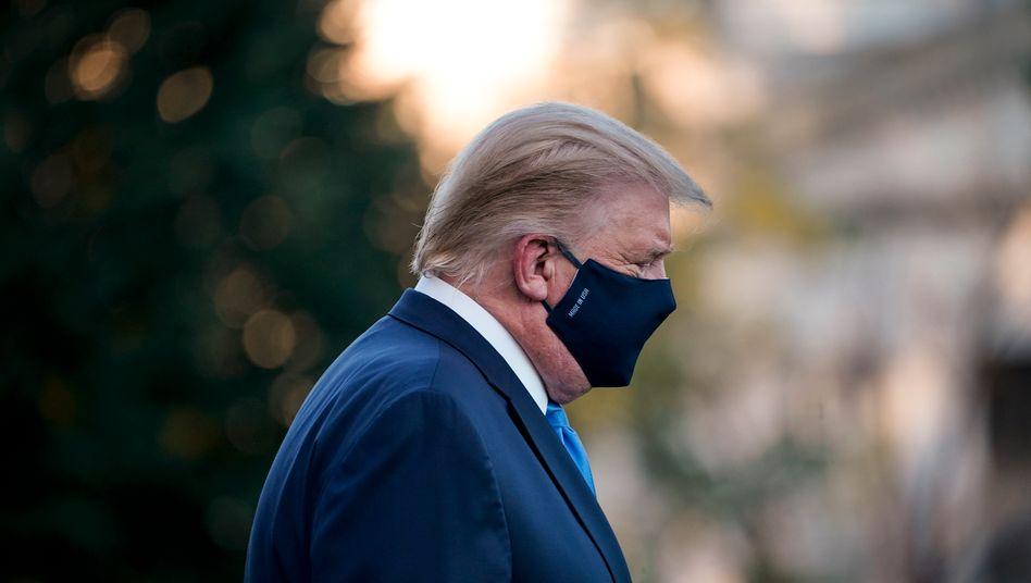 """Masken-Kritiker Donald Trump: """"Das Virus ist auch von ihm letztlich als Feind inszeniert worden"""""""