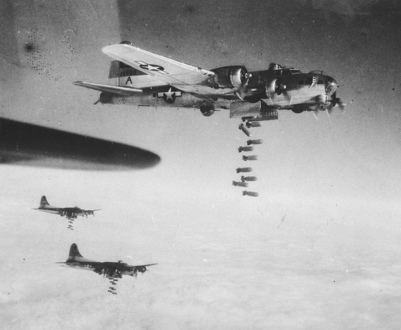 WWII U.S. AIR RAID ON CHEMNITZ