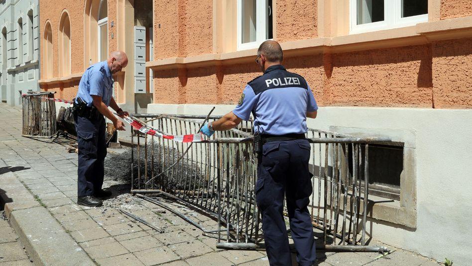 Zwei Polizisten nach dem Brand in Meißen: Deutsche besorgt über Anschläge
