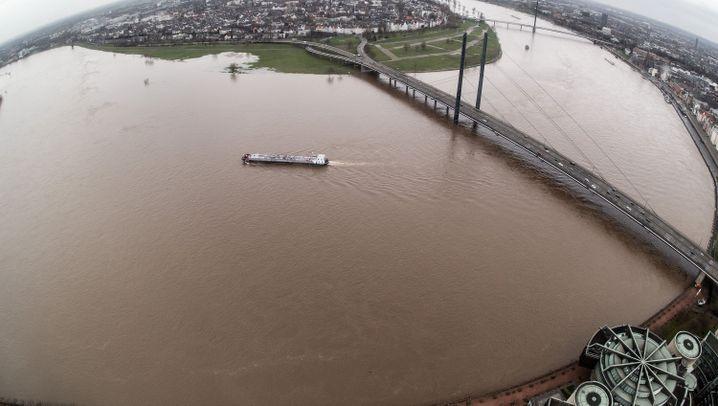 Nach heftigem Regen: Hochwasser und Erdrutsche
