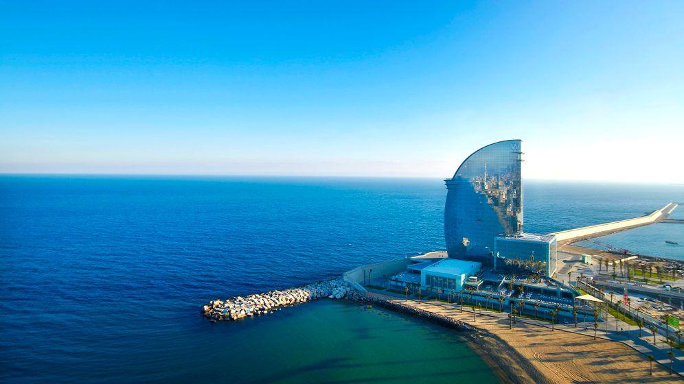 W Hotel in Barcelona: Glassegel an der Mole