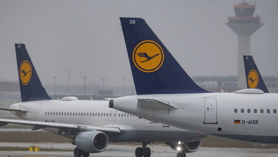Weil es Probleme bei der Deutschen Flugsicherung gibt, könnten einige Lufthansa-Maschinen auch zu Wochenbeginn noch am Boden bleiben.