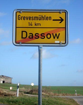 Ortsausfahrt von Dassow: Vorzeigewerk hat Insolvenz angemeldet
