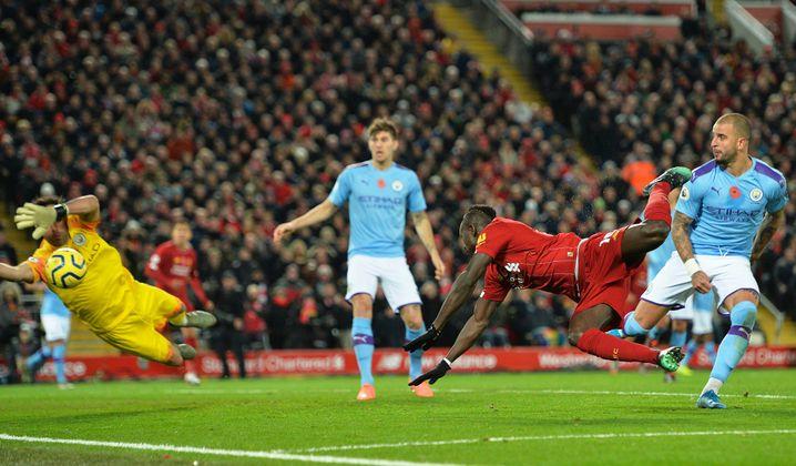 Mit sechs Toren und vier Vorlagen ist Sadio Mané (v.) diese Saison Liverpools Topscorer