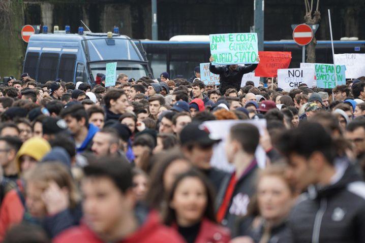 Demonstration gegen Gewalt in Neapel