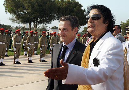 French President Nicolas Sarkozy arrived in Tripoli to meet Moammar Gadhafi just 24 hours after the release of six foreign medics.