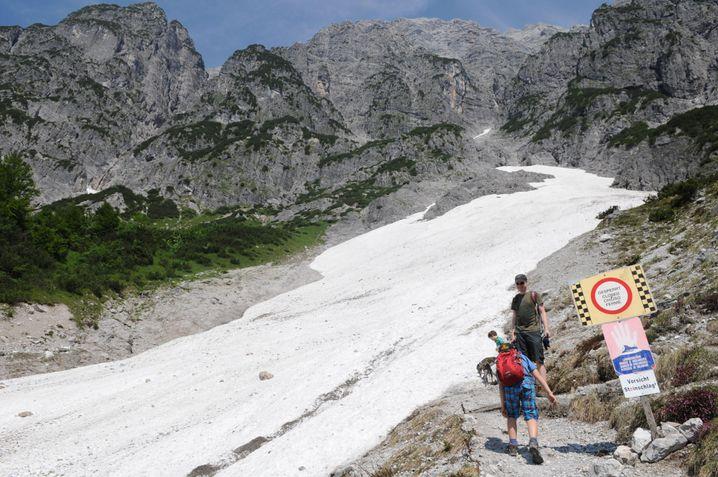 Anstieg zum Birnbachloch: Ein Minigletscher liegt auf dem Weg