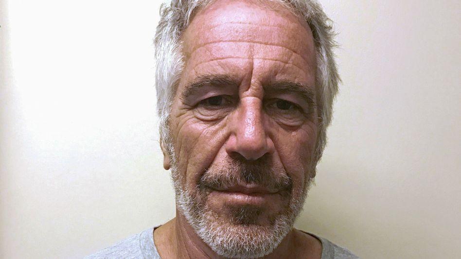 Haftfoto von Jeffrey Epstein: Ihm droht eine lebenslange Haftstrafe