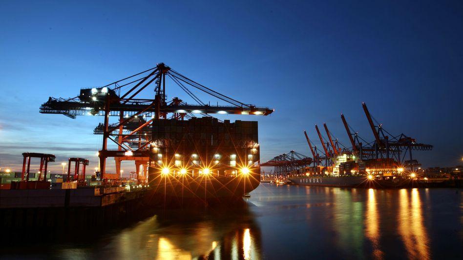 Containerschiffe im Hamburger Hafen: Maue Weltkonjunktur belastet deutsche Firmen