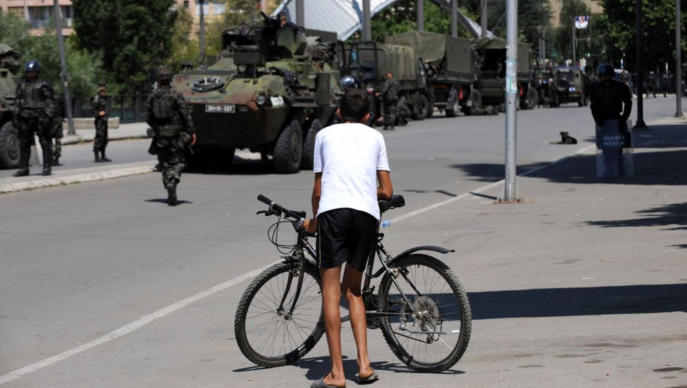 Photo Gallery: Violence Erupts at Kosovo Border