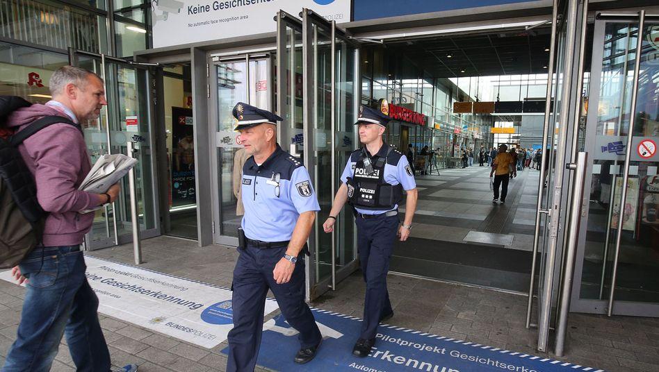 Polizisten am Südkreuz im Erkennungsfeld