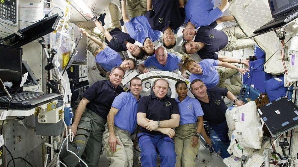 ISS- und Space-Shuttle-Crew gemeinsam an Bord der Raumstation