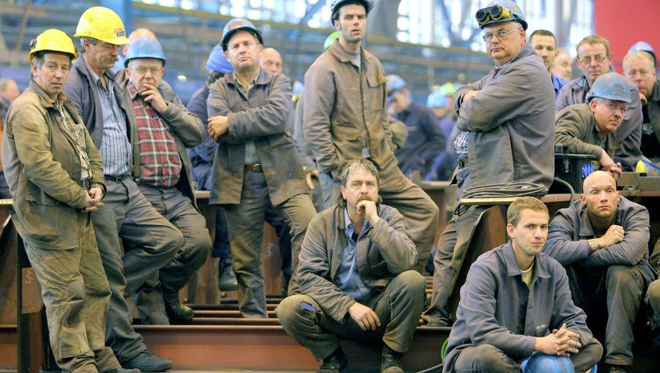 Werftarbeiter in Warnemünde (Archivbild): Bewegende Geschichte