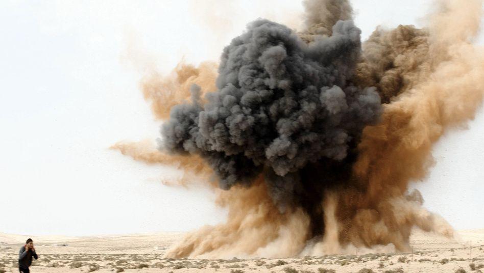 Luftangriff nahe Brega (am 2. März 2011): Libyens Rebellen in der Defensive