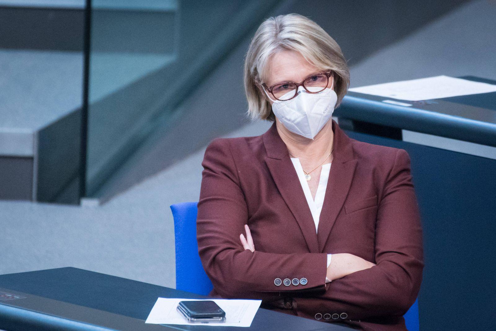 Berlin, Plenarsitzung im Bundestag Anja Karliczek (Bundesministerin für Bildung und Forschung, CDU) während der 222. Si
