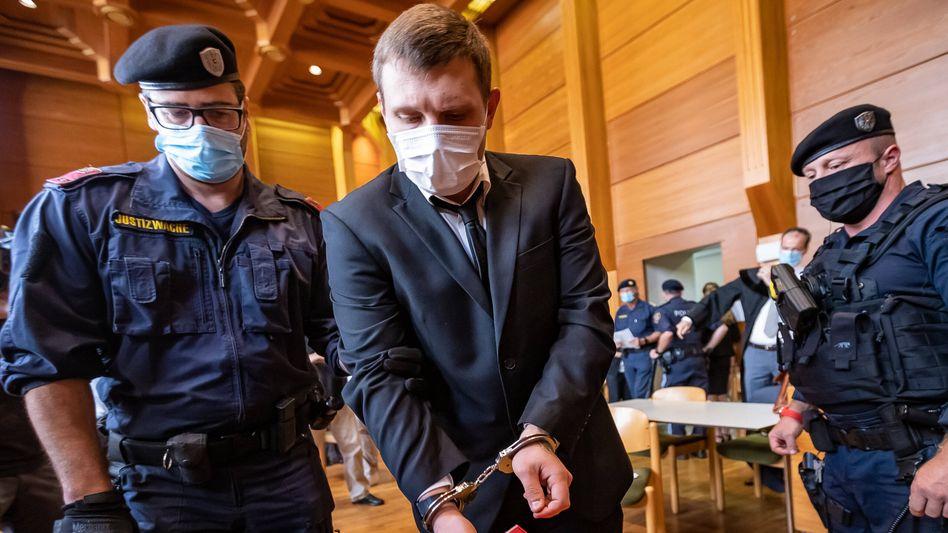 Andreas E. vor Gericht: Lebenslange Haft wegen fünffachen Mordes