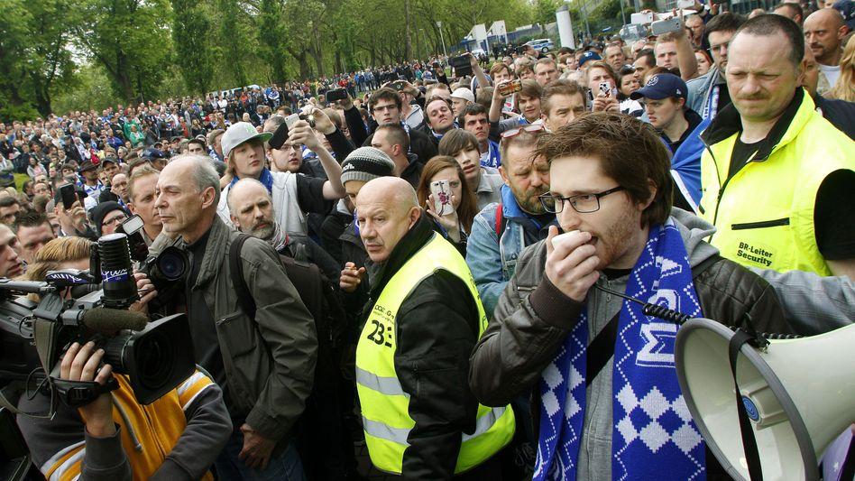 Fanprotest in Duisburg: Kampf für die Zweitliga-Lizenz