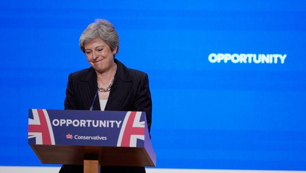 Parteitag der Tories: Theresa May tanzt, die Ideen fehlen