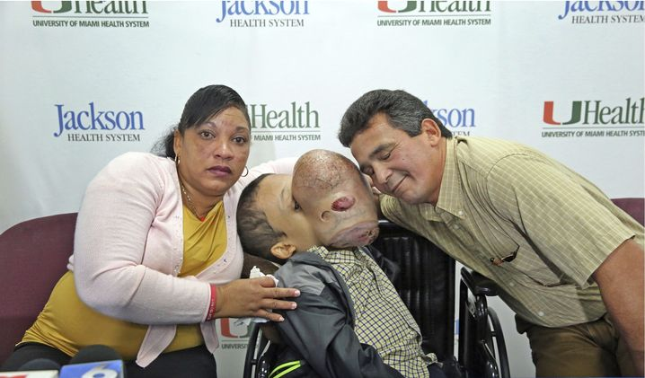 Emanuel Zayas mit seinen Eltern
