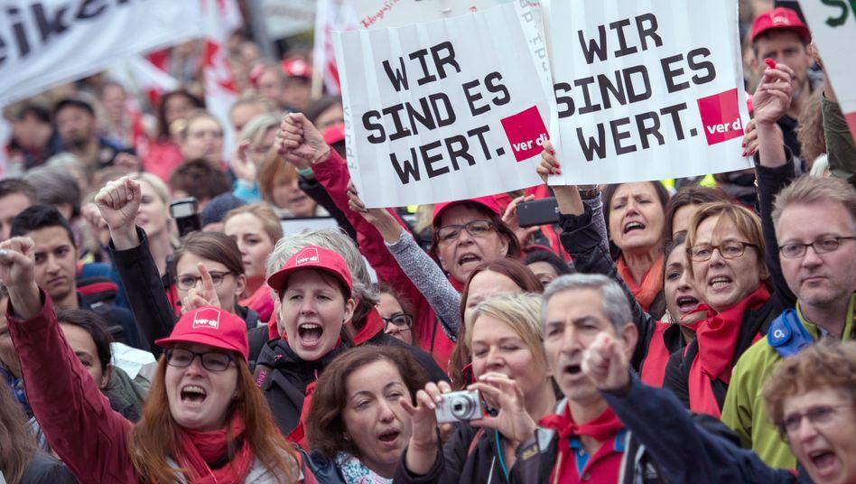 Kita-Erzieherinnen und Sozialarbeiter (Archiv): Protest für bessere Bezahlung